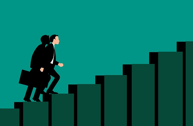 7 Tipps gegen die 100 Stunden Woche  Mann auf Karrierestufen