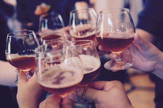 Die Kunst guter Delegation Wohlgefühl  Feiern Gläser