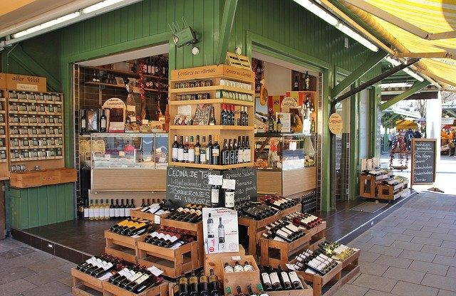 Was haben Tante-Emma-Läden mit moderner Steuerberatung zu tun? www.kanzleiprofiling.de Ecklokal mit Käse und Wein