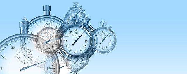 7 Tipps gegen die 100 Stunden Woche  Stoppuhren übereinander