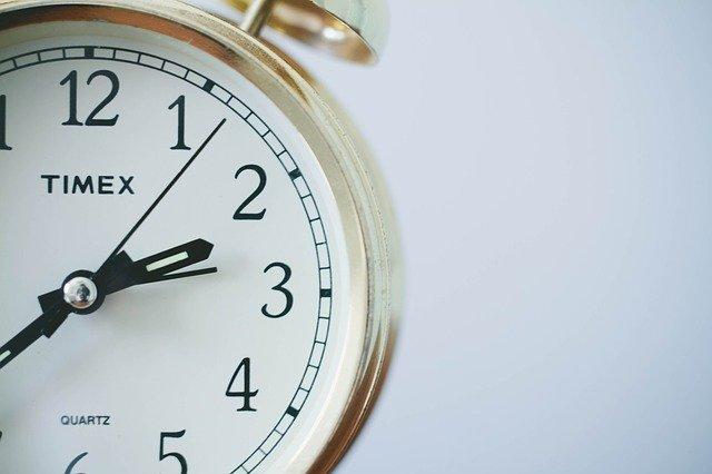 7 Tipps gegen die 100 Stunden Woche  Wecker